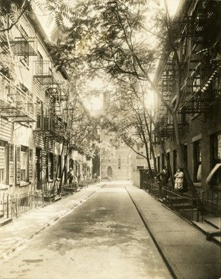 Patchin Place near 10th St between Grennwich and 6th Ave., c. 1917