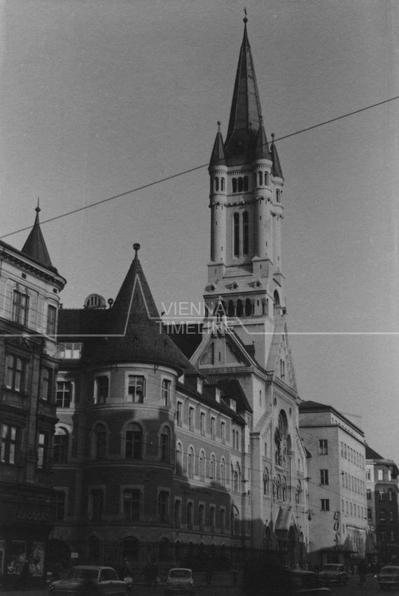 Landstraßer Hauptstraße 137a mit der Herz-Jesu-Kirche und dem ehemaligen EOS Kino um 1960