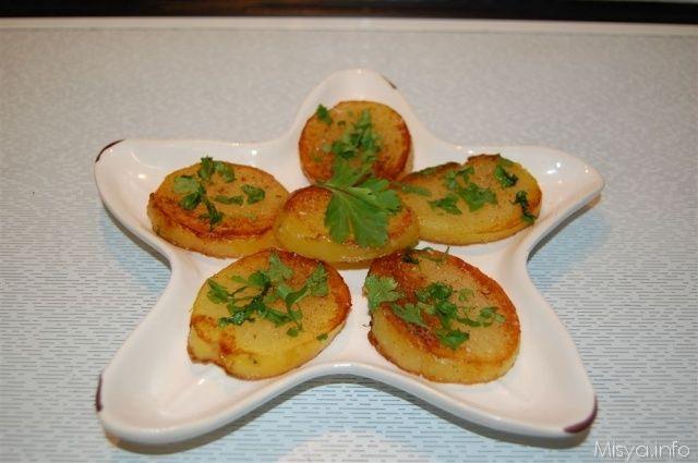 Patate sautè.  Scopri la ricetta: http://www.misya.info/2012/02/24/patate-saute.htm