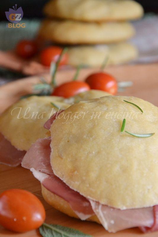 focaccine con fiocchi di patate