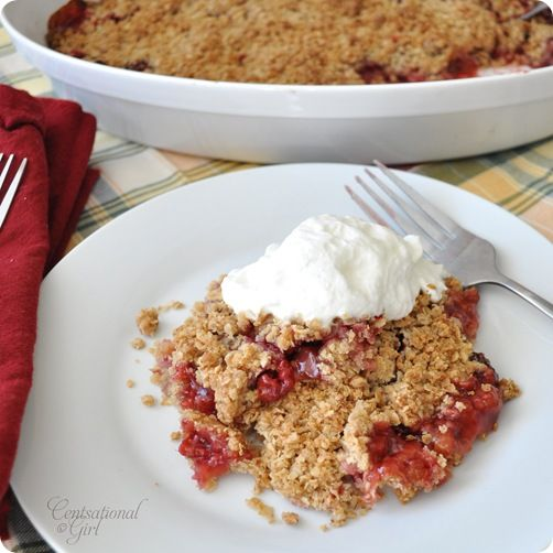 Rhubarb crumble: Easy Raspberries, Rhubarb Recipe, Strawberries Rhubarb Crumble, Strawberry Rhubarb Crumble, Raspberries Rhubarb, Raspberry Rhubarb, Rhubarb Strawberries, Centsat Girls, Strawberries Crumble
