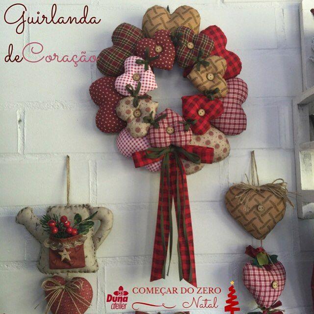Guirlanda de coração que pode ser colocada na sua porta ou Hall de entrada para você receber suas visitas com ainda mais carinho... Ou mesmo para encher de amor o seu cantinho de natal. Ela também é do Curso Começar do Zero Natal Para saber mais: http://ift.tt/1gTVuz8 #DunaAtelier #Criatividade #FaçaVocêMesmo #Decoração #Natal #Costura #Sewing #Quilting #PatchWork #Tecido #Fabric #EuAmoPatchWork #Quilt #EuAmoArtesanato #FeitoaMão #Artesanato #DIY #ChegaNatal #Gratidão #PapaiNoel #Christmas…