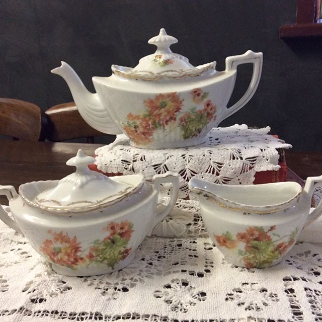 """$100 Victorian Era Tea Set, comprising teapot, lidded sugar, creamer.  Teapot capacity 500ml, milk jug holds a comfortable half cup.  Teapot and jug both pour beautifully. Lovely condition no chips or cracks.  Comment """"SOLD"""" to purchase. Price is + postage or collect from Toowoomba. #tablesetting #tablescape #diningroomtable #diningroom  #oldwares #collectables #collectablesforsale #vintagedecor #vintagedecorating #vintagekitchen #vintagekitchendecor #vintagehome #vintagehomedecor…"""