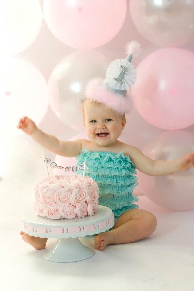 Cake Smash!! Love the balloon backdrop | Cake smash ...