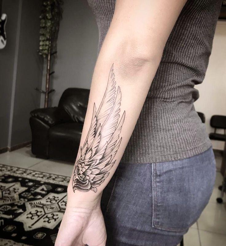 Pin em tatuagem pena