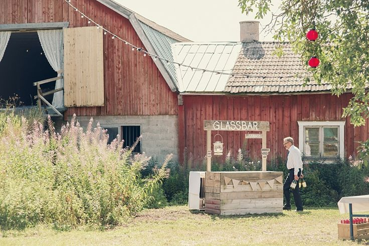 Barn wedding   Icecream bar