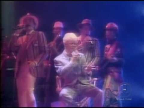▶ David Bowie - Golden Years (Live) - YouTube
