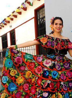 El vestido Chiapas es una vestido tradicional de un pueblo en México, Chiapa del Corzo. Estos vestidos son famosas para faldas con muchos flores vibrantes.