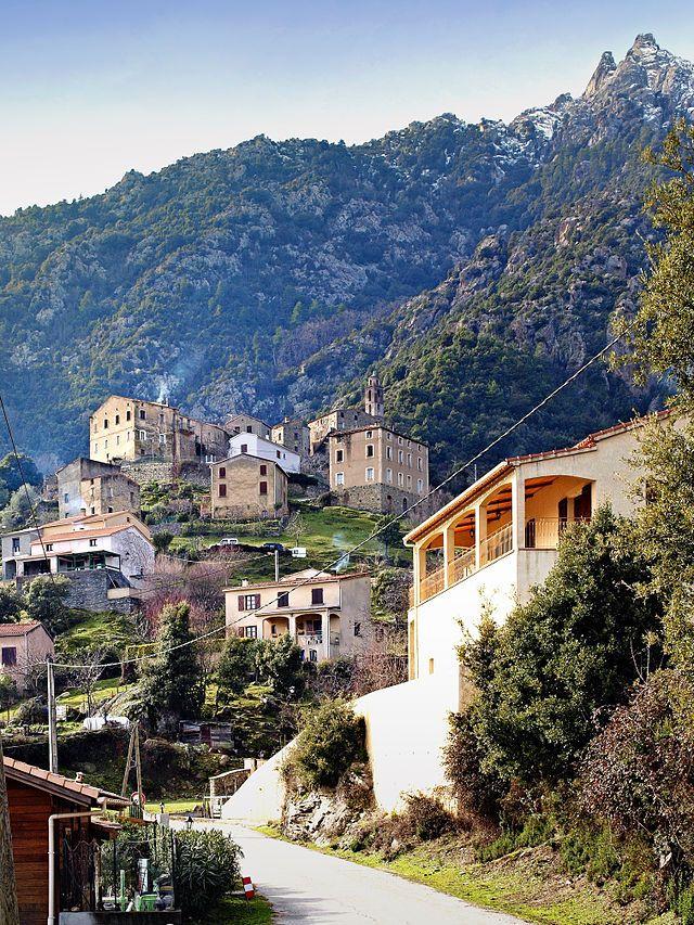 Corsica - Corti - Corte -Popolasca - village-eglise - Aiguilles de Popolasca - Les aiguilles de Popolasca (E Penne Rosse ou E Ròsu) sont un ensemble montagneux du massif du Monte Cinto situé dans le département de la Haute-Corse sur les communes de Castiglione, Popolasca, Moltifao, Asco et Corscia, culminant à 2 180 mètres d'altitude à la Cima à i Mori (anciennement Monte Traunato). Il domine directement les pieves de Giovellina à l'est et de Caccia au nord et à l'ouest.