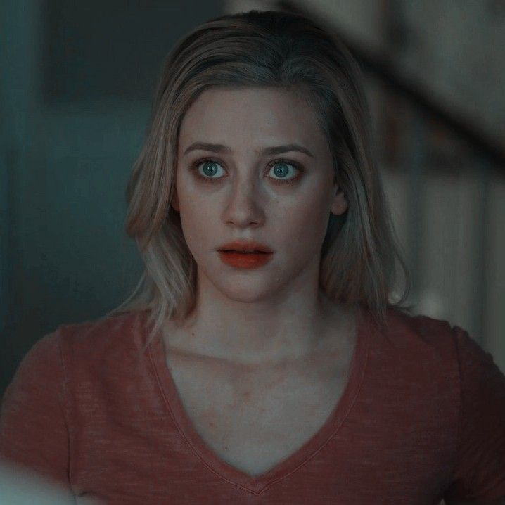 Pin De Cor Em Riverdale Betty Cooper Fotos De Personagens Atrizes