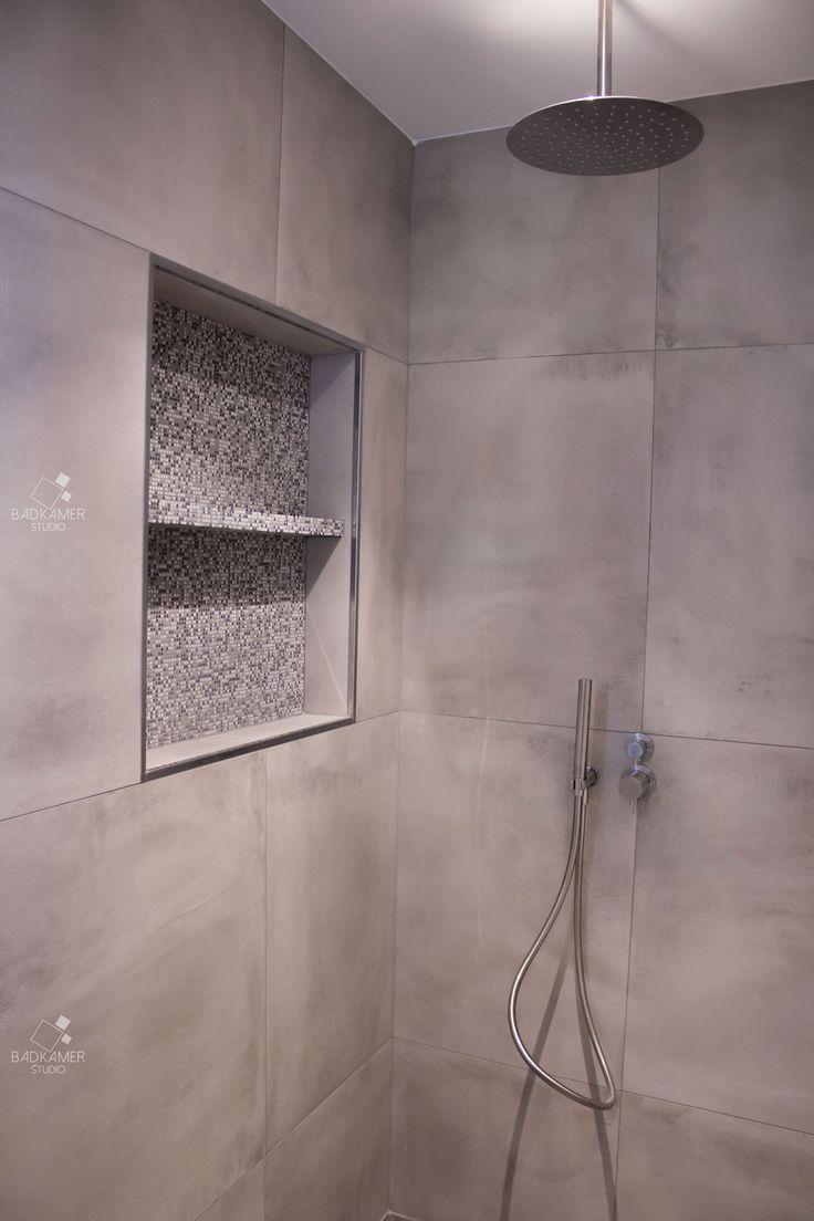25 beste idee n over grijze muren op pinterest muurverf kleuren en huiskamer - Badkamer betegelde vloer ...