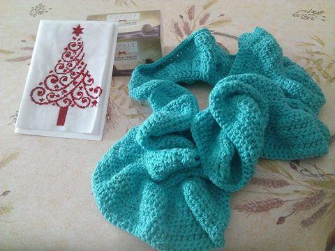 swap noel 2014 carte avec sapin brode et echarpe nouille au crochet