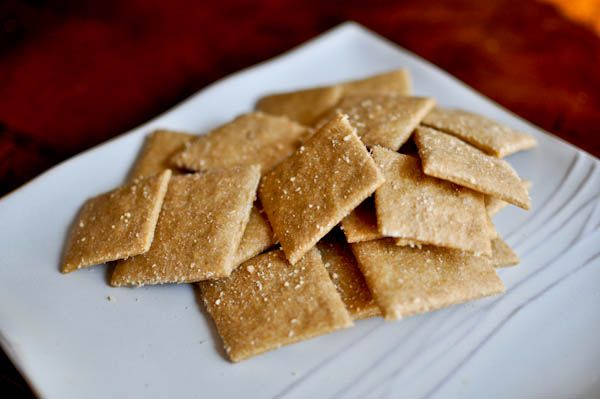 Easy Whole Wheat CrackersWheat Crackers, Parmesan Garlic, Chees Crackers, Almond Butter, Garlic Crackers, Homemade Crackers, Homemade Cheese, Real Food, Cheese Crackers