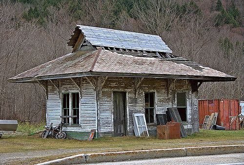 Old Train Station | Spotted this old depot in rather sad sha… | Flickr