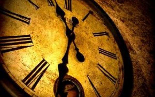 Cosa è il tempo? Oggi possiamo rispondere! Il Tempo, inteso come in ''tempo'' che passa, è una qualcosa di estremamente astratto e concreto allo stesso tempo. Il tempo che passa è percepibile, allora è spiegabile. Per definire il tempo ci sia #scienza #fisica #tempo