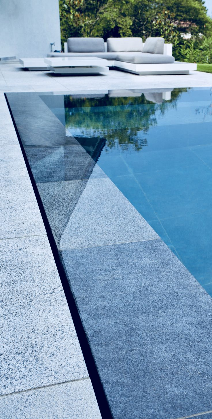 zero edge pool Cool swimming pools, Swimming pool tiles