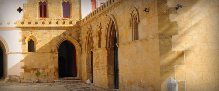 Villa Barile sorge su un promontorio in contrada delle Calcare a Caltanissetta, cittadina situata esattamente al centro della Sicilia e per questo motivo facilmente raggiungibile, in quanto ben collegata con il resto dell'isola e con le altre città principali.