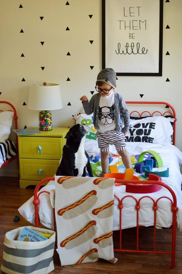 Adorable and colorful kids bedroom. ♥ Discover the season's newest designs and inspirations for your kids beds. | Visit us at http://kidsbedroomideas.eu/ #furnituredesign #kidbedroom #kidsroom #kidfriendly #bedroomdecor #beds #kidsbeds