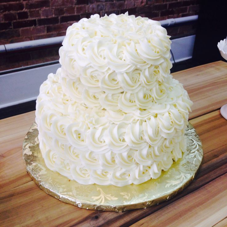 Two tier white rosette cake made by Kirby! #rosettes #rosette #lauralous #buttercream