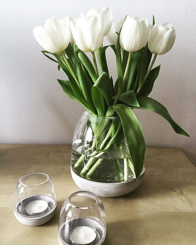 Spring feelings! Nici nu conteaza vremea cand aduci primavara acasa cu detalii atent alese.  Deco idea by BoConcept