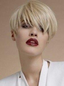 Portare i tagli capelli corti donne 2015 è un buon modo per ottenere un look intelligente e trendy.