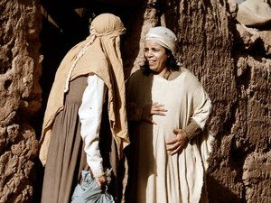 Free Bible images of the Christmas story: Mary visits Elizabeth. (Luke 1:39-56): Slide 5