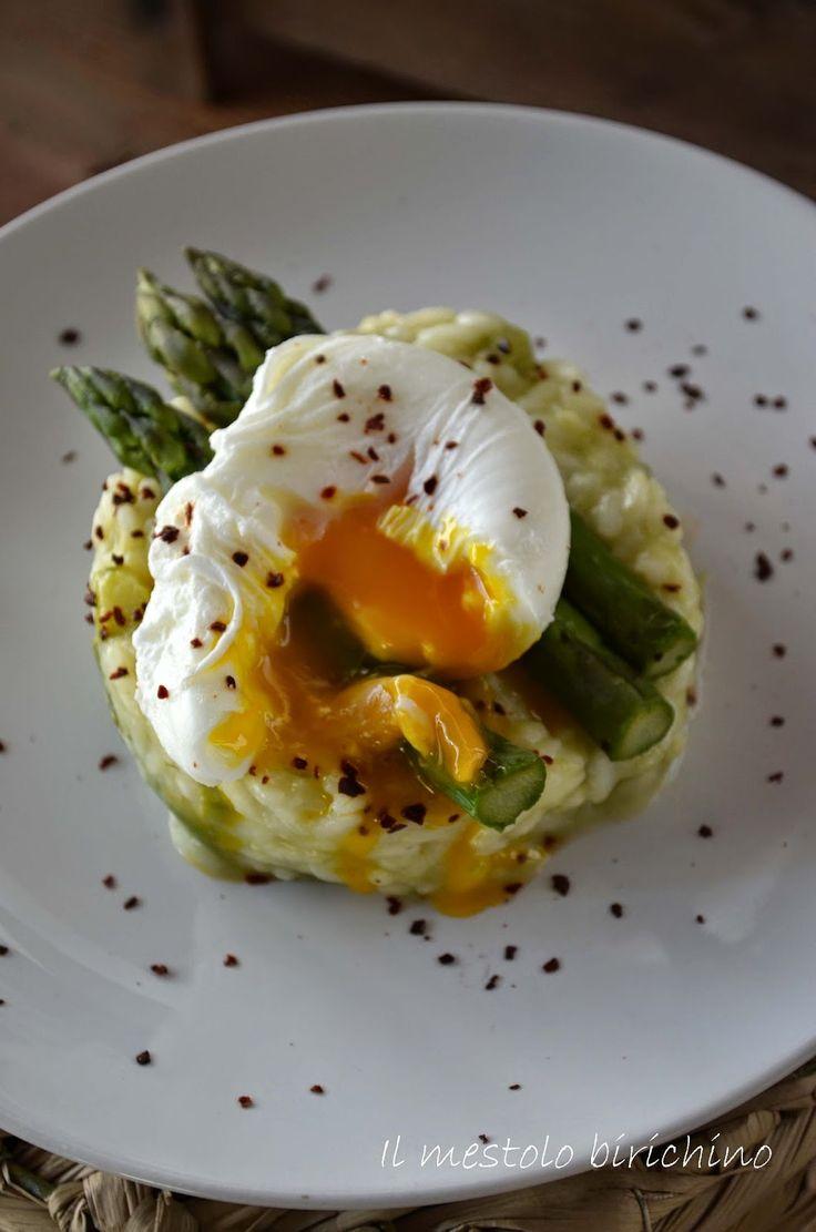Risotto con asparagi e uova in camicia