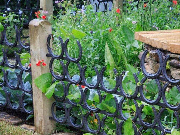 Garten Zaun aus Hufeisen für einen romantischen Look                                                                                                                                                     Mehr