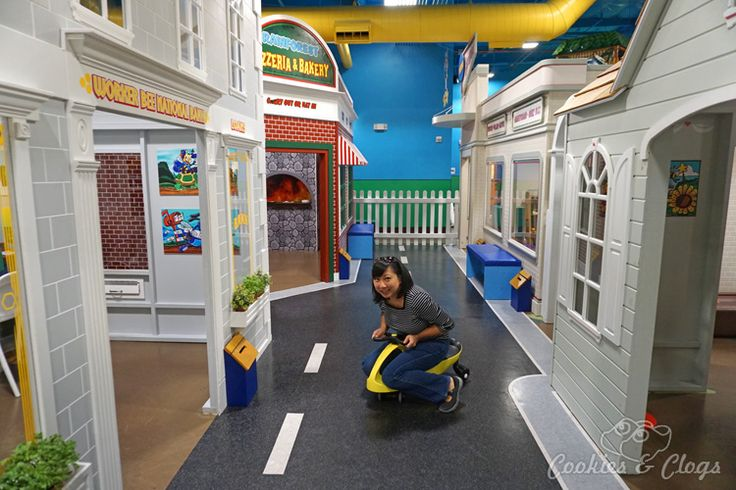 International Play Company www.iplayco.com designed, manufactured and installed the large indoor play structures for Billy Beez in San Francisco Bay Area | Travel | Kids | The new Billy Beez indoor playground is open for families at Westfield Oakridge Mall in San Jose, California. Includes a climbing structures, a mini city for imaginative play for toddlers, cafe certified in dealing with food allergies, and party rooms. Fun for kids and adults / parents.