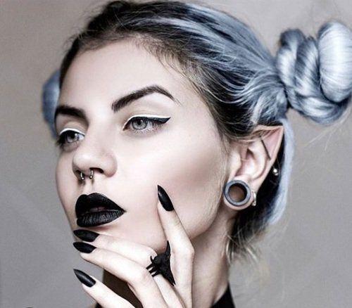 Nu Goth Fashion Tip Nº18: Alternative Girl with Ear Piercings, Black Makeup & Pastel Hair Buns - http://ninjacosmico.com/22-fashion-tips-nu-goth/