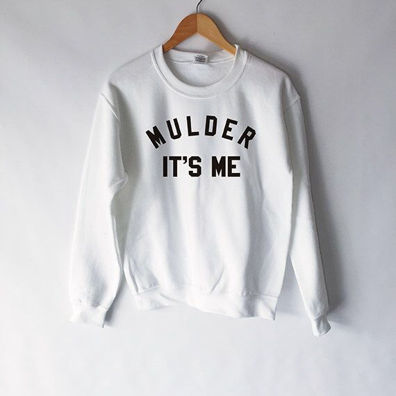 Mulder It's Me SweatShirt in White for Women - X-Files Shirt - Fox Mulder - Dana Scully - Mulder and Scully Shirt - Aliens I Want To Believe by WildHeartsUSA on Etsy https://www.etsy.com/uk/listing/270334521/mulder-its-me-sweatshirt-in-white-for
