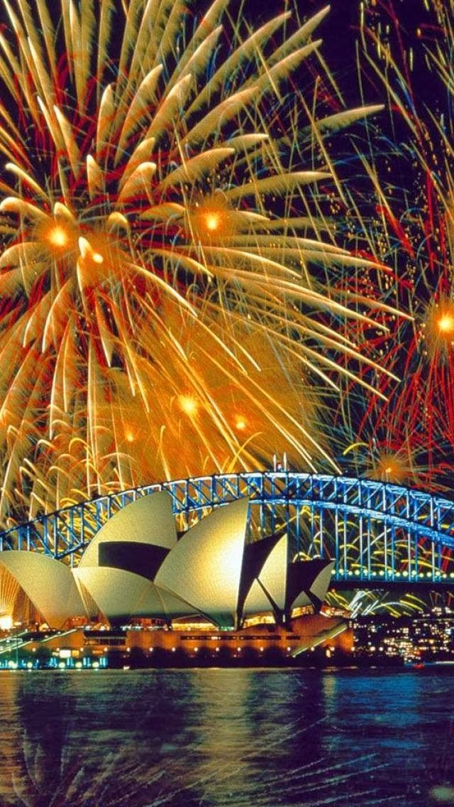Fireworks - Sydney, Australia - Amazing shot captured by unknown artists, if you have any clue please write in the comments box. - Dragan (https://twitter.com/Colorful_Planet)