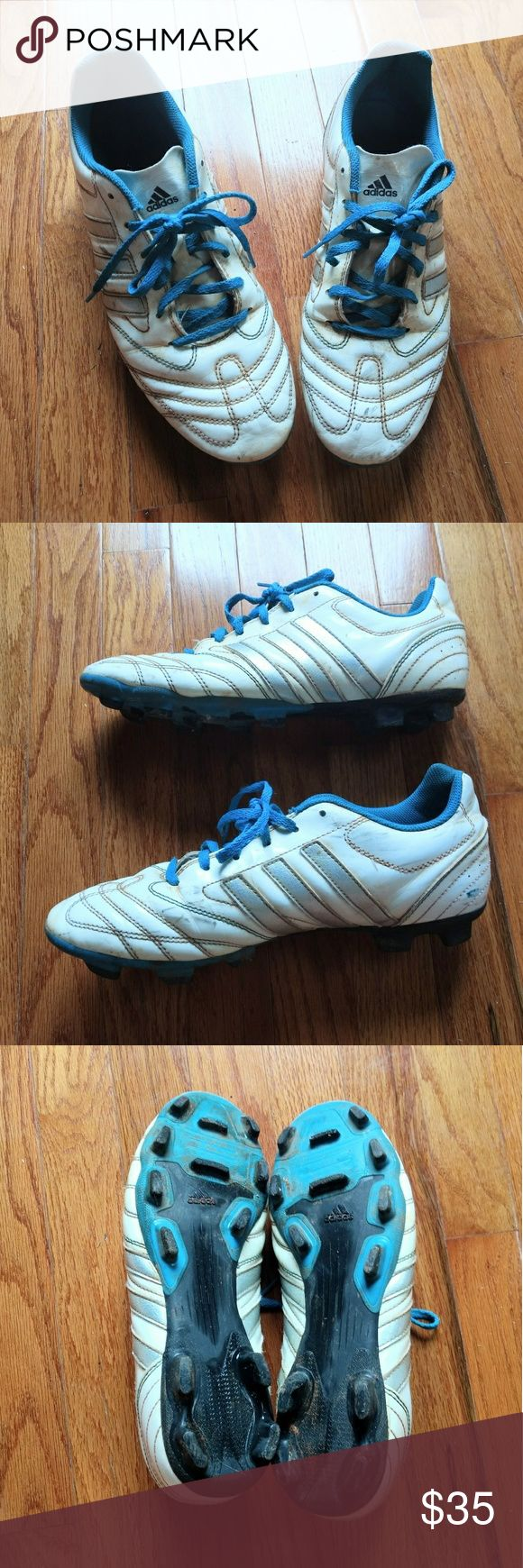 FINAL Adidas, 10, Striped Soccer Sports Cleats