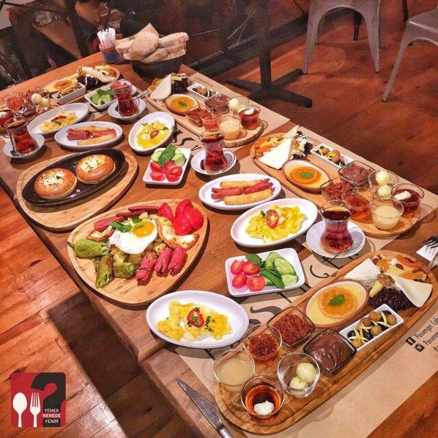 Passenger Kahvaltı & Sıcak Kahvaltı Tabağı & Cocotte - Passenger Cafe & Bistro / İstanbul ( Moda Cad. Halis Efendi Sok. No:5 Kadıköy ) Çalışma Saatleri 10:00-00:00 ☎ 0 216 336 17 57 Kahvaltı Tabağı 25 TL / Kişi Başı Sıcak Kahvaltı Tabağı 25 TL / Kişi Başı Cocotte 12,50 TL Alkolsüz Mekan Paket Servis Yok @passenger_cafe_bistro Portakal reçeli ve süt reçeli ev yapımıdır. 2 çay ücretsizdir. Fotoğraftaki görsel 4 kişiliktir.