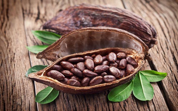 МАСКА. 2 ст. ложки Какао, 1 ст. ложка Глины, Фруктовый сок. Какао соедините с глиной, разбавьте фруктовым соком, приготовленным из малины/вишни, подойдёт также лимонный сок. Маску накладывают на 20 мин, смывают тёплой водой.