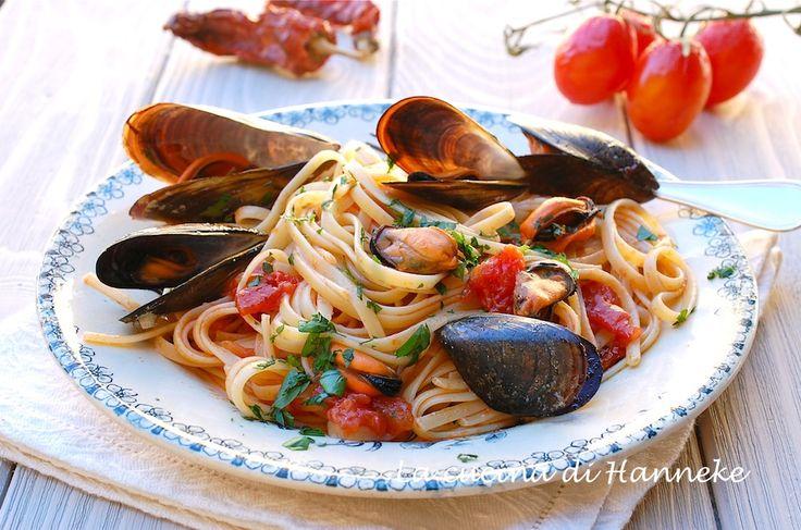 Oggi ho preparato uno dei piatti che amo di più in assoluto: la pasta con le cozze, un primo gustoso, semplice e a basso costo!