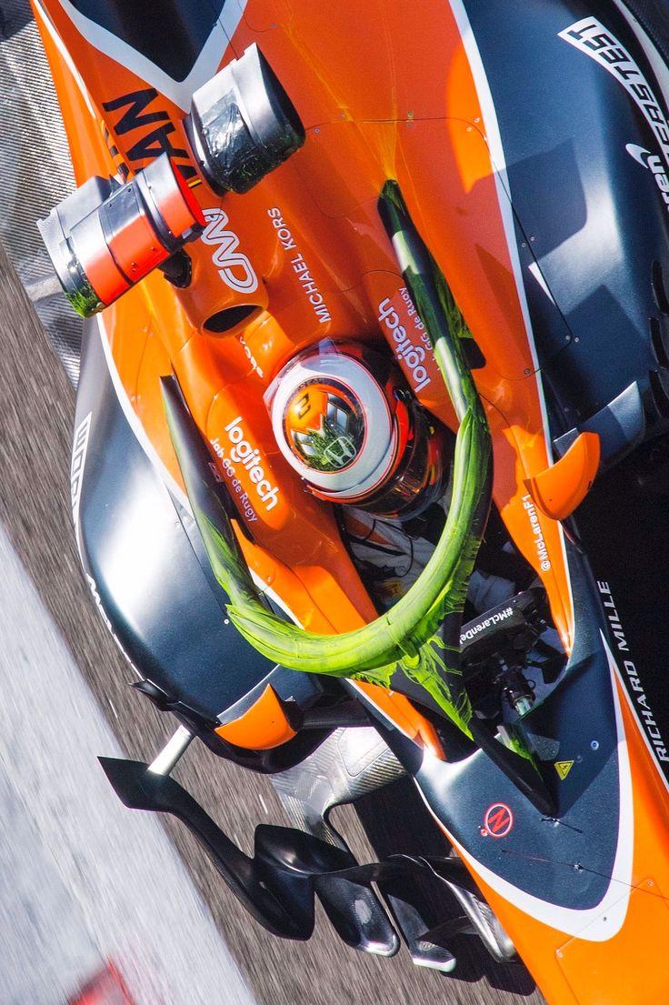 2017/11/29:Twitter: @JuanjoSaezF1:  McLaren probando los nuevos apéndices aerodinámicos del halo con parafina... #F1Testing