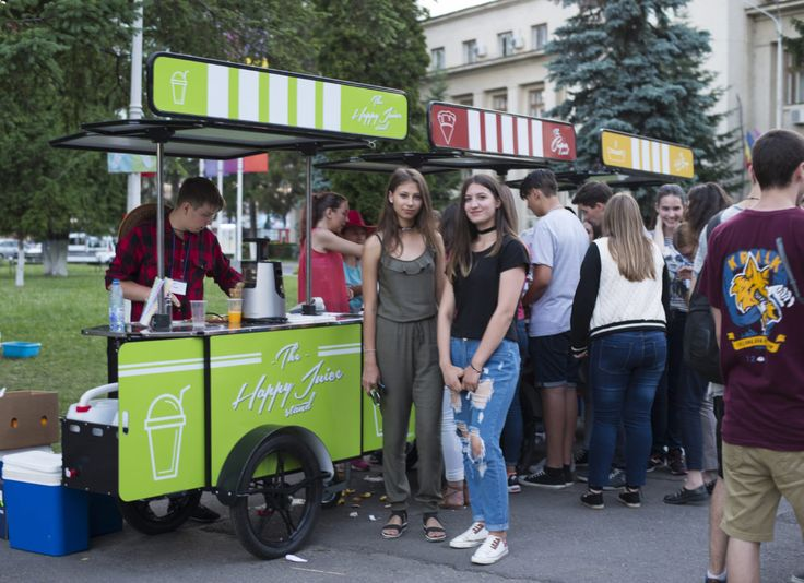Mobile juice cart for sale by BizzOnWheels