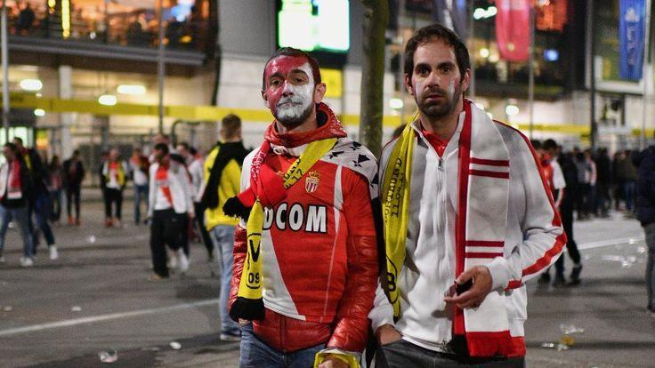 Monaco-Fans mit BVB-Schals