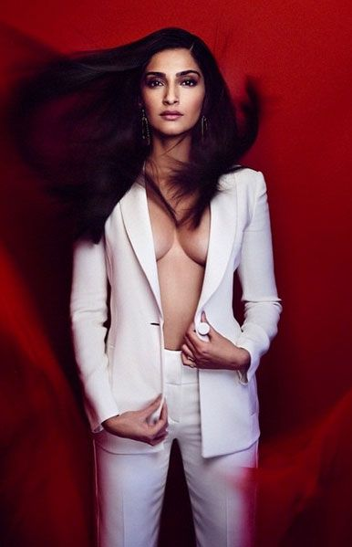 Sonam Kapoor Latest Hot & Sexy Photos Collection You Should See | Kapoor Cleavage