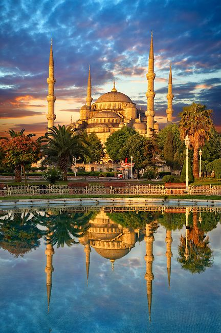 Sunset over the Sultan Ahmed Mosque (Sultanahmet Camii) or Blue Mosque, Istanbul, Turkey.