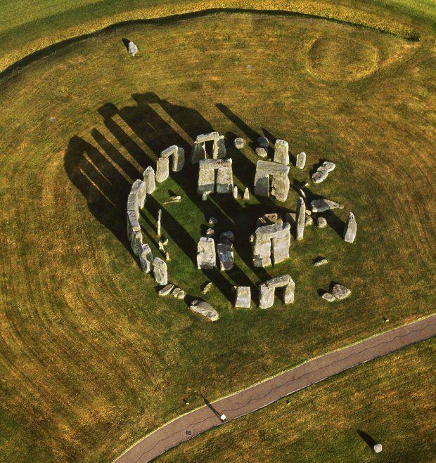 W ubiegłym roku opublikowano wyniki badań dowodzące, że okolice Stonehenge były najstarszym, stale zamieszkanym - i to już od 8800 r. p.n.e. - rejonem na Wyspach Brytyjskich