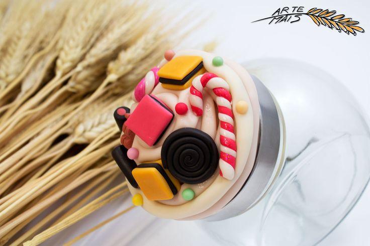 Barattolino porta dolcetti, decorato con caramelle realizzate in pasta di mais. F@atto a Mano.