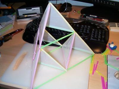 Drachen selbst gebaut Ein 50-Cent-4-Zellen-Tetraeder-Drachen