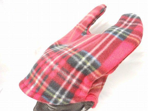 これを被れば、モンスター気分に!?真っ赤なチェック柄のフリースで作った、ウサ耳の帽子です。フリースは少し伸びる生地なので、大人でも子どもでもかぶれます。ペタン...|ハンドメイド、手作り、手仕事品の通販・販売・購入ならCreema。