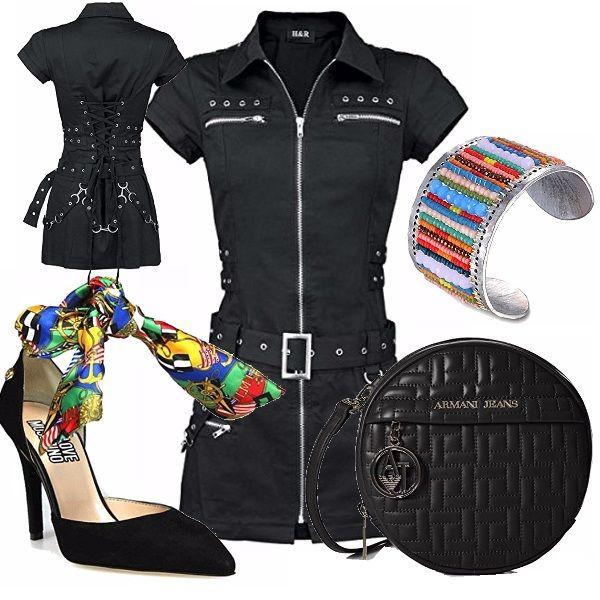 Outfit grintoso...only for bad girls! Abito con apertura a zip sul davanti, con borchie e corpetto stringato sul retro. Décolleté nero, molto particolare con allacciatura alla caviglia con tessuto multicolore. Piccola pochette tonda in pelle. Bracciale multicolore.