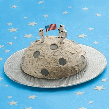 How to make a Crater Cake, a Moon Walk Cake, a Marvelous Moon Cake and, a My little Heaven Cake.