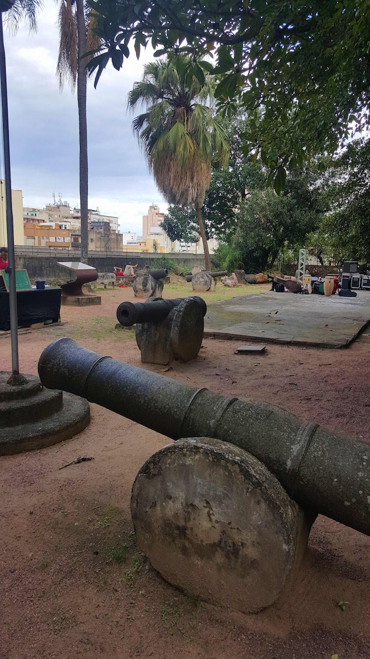 #151 As botas do gigante no Museu Júlio de Castilhos, Porto Alegre, Brasil | Viaje Comigo