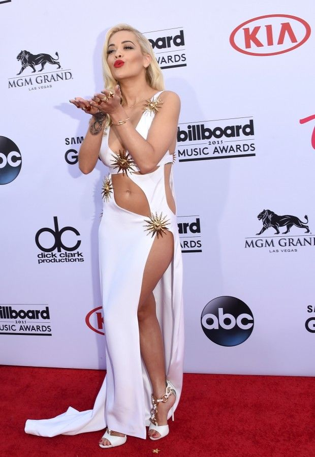Cinco looks alternativos do tapete vermelho do Billboard Music Awards. De Mariah Carey a Rita Ora, vem ver os looks!