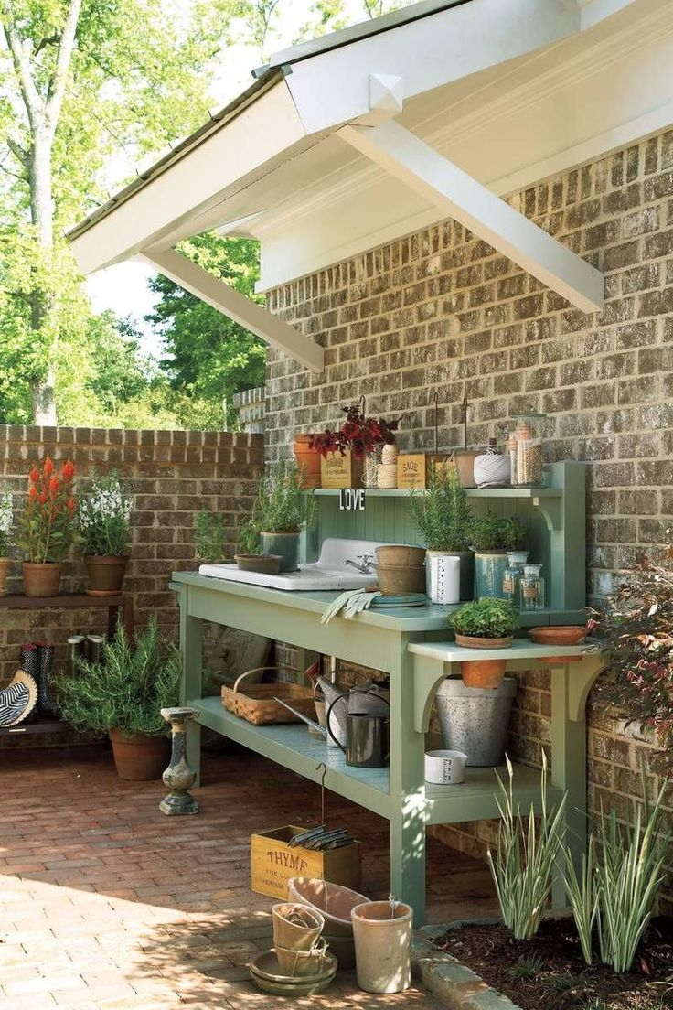 Courtyard Potting Bench #sheddesigns #OrganicGarden #organicgardeningtips